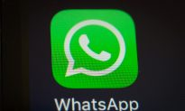 How to Read a WhatsApp Message Without Triggering the Blue Tick