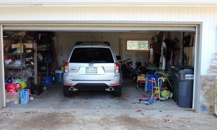 Homeowners association's open-garage mandate irks residents