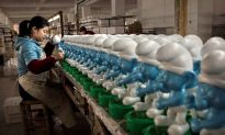 Working Conditions Still Poor for China's Factory Workers, Says Watchdog Organization