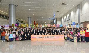 Excited Fans Welcome Shen Yun at Taiwanese Airport