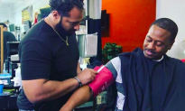 Man kept bringing strange chair into barbershop, but what it ends up doing—it's unthinkable