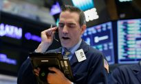 Wall Street Rises on Earnings Optimism, Netflix Soars
