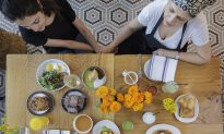 Mama Knows Best: Chefs Share Their Mothers' Wisdom, in the Kitchen and Beyond