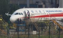Sichuan Airlines Co-pilot 'Sucked Halfway' out of Cockpit