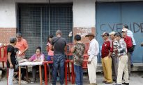 Venezuela Expels US Envoys in Response to Sanctions