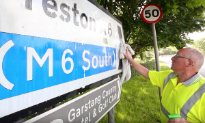 Man loves cleaning road signs, but when the council found out what he was doing—they call him in