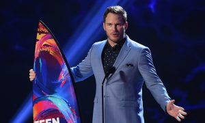 Chris Pratt Praises God in Teen Choice Awards Speech
