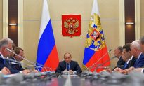 Ruble Slump Hits Russians' Wallets, Not Their Support for Putin